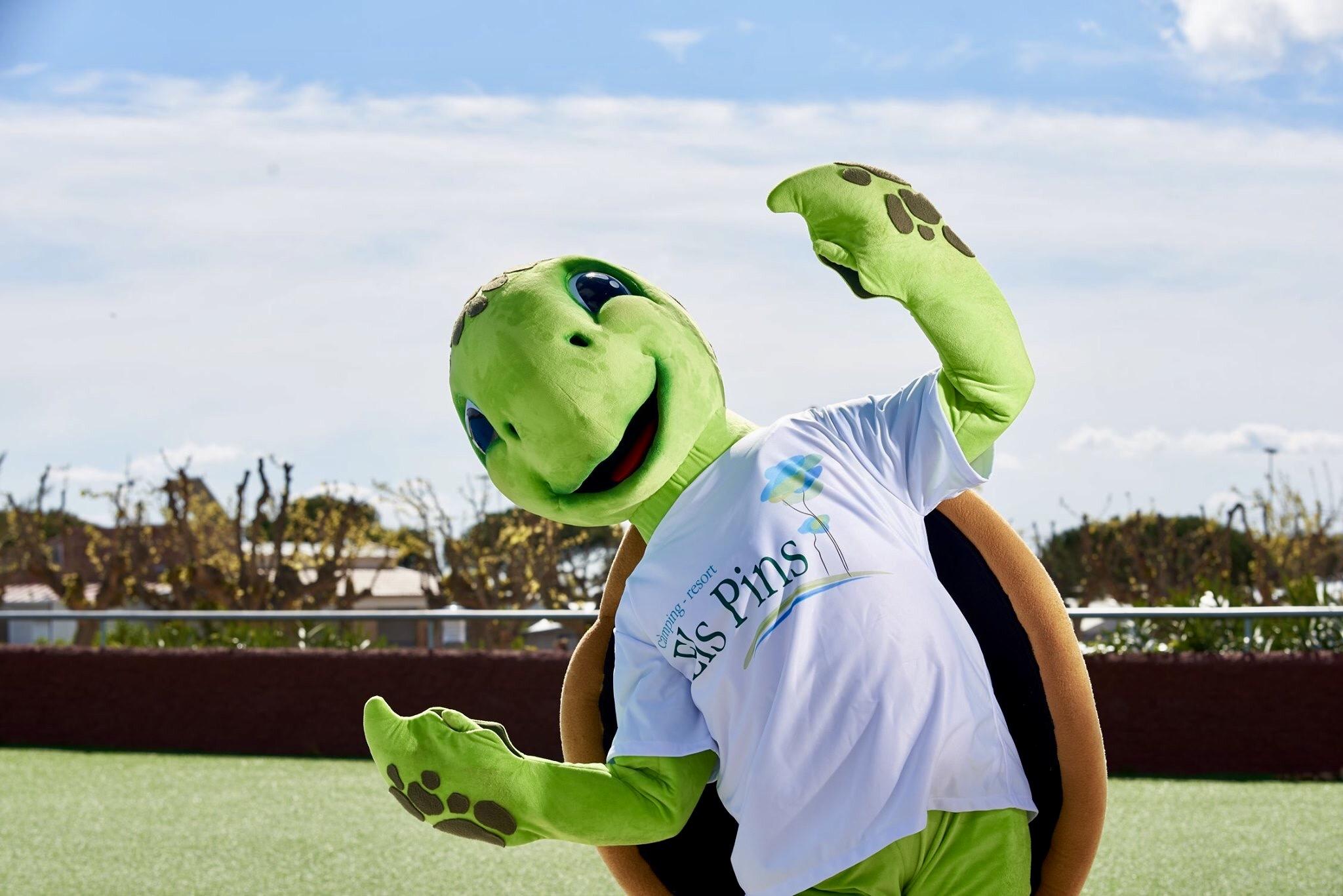 Mascota Publicitaria Tortuga PINETA para el  Camping Els Pins
